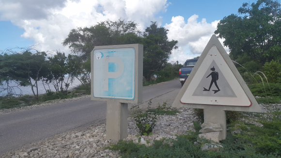 Bonaire_divers_crossing